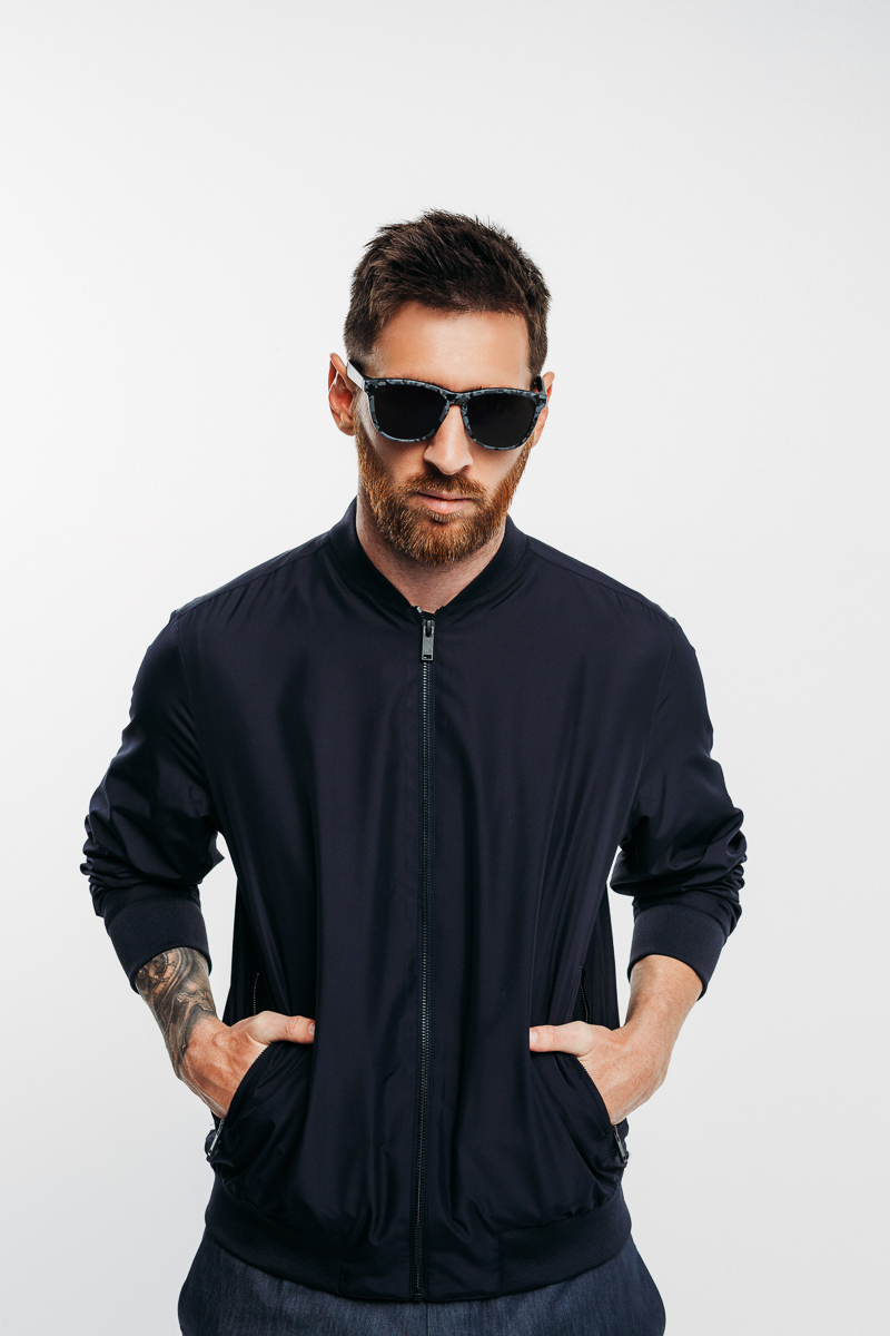 Messi une-se a uma marca de óculos de sol e lança a sua própria ... 2919735c68